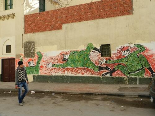 Nouveaux graffitis après que les autorités égyptiennes ont recouvert les fresques précédentes de peinture blanche (26 janvier 2012)