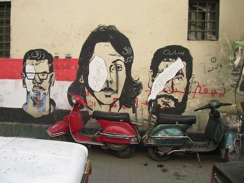 La rue Mohammad Mahmoud après les violents affrontements entre les forces de police et les manifestants, dont beaucoup ont perdu les yeux (décembre 2011)
