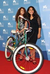 Haifaa Al Mansour et la jeune actrice Waad Mohammed (à gauche) au 69e Festival du Film de Venise (Pascal Le Segretain/Getty Images Europe)