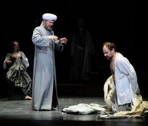 Denis Podalydès sur la scène de la Comédie française.