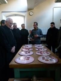 Younès Rahmoun dialogue avec les moines de Ligugé en 2012 pour la réalisation des Zahra-khazaf (fleurs-émail) - Courtesy galerie Talmart